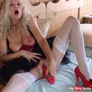 Dirndl Lady Avery makes itself to orgasm - part 3