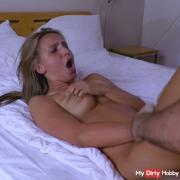 Aktmodel hat 2 fi**orgasmen hintereinander!