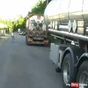 DEN LKW-FAHRER gefickt auf der Strasse