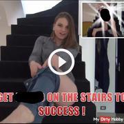 Nackt auf die Treppe zum Erfolg!
