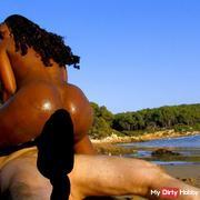 Superbe black au courbe hallucinante baisée sur la plage