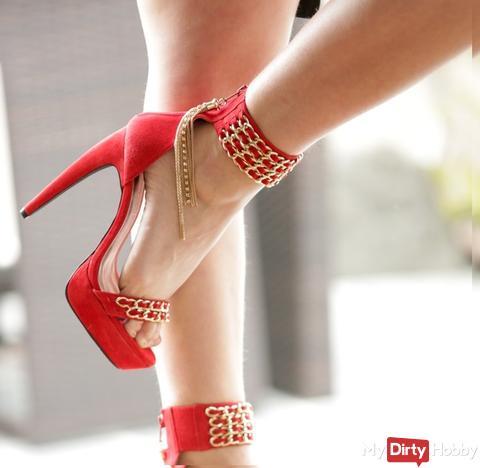 I love red higheels, my legs are hot ...
