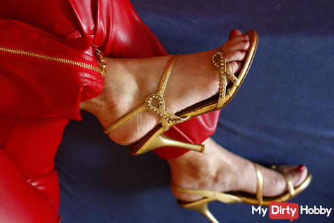 Sexy feet and much more ...