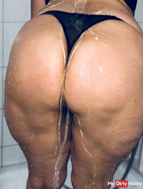 Wer hat Lust auf nen geilen Analfick mit mir unter der Dusche? Fühle mich so allein....