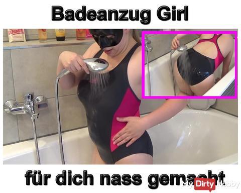 Neues Video: s*xy Badeanzug Girl nass gemacht