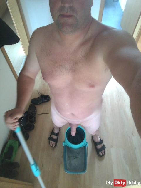 Nackt Putzen