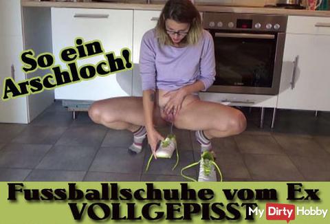 Neues Video - FussballSCHUHE vom EX VOLLGEPISST