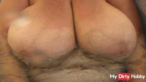 HD Masturbating in the Jacuzzi