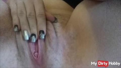 Hairy pussy fingered