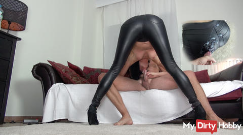 Latex ass inseminated, flooded fickmaul