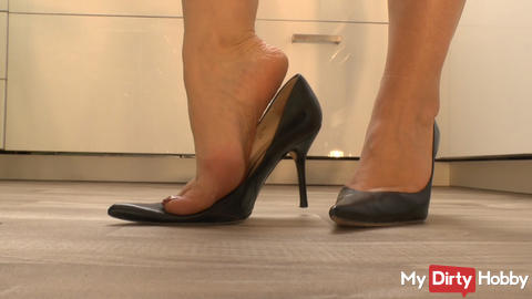 High Heels - sexy posing and dipping leather skirt