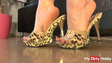 Foot- and shoefetish - mule high heels
