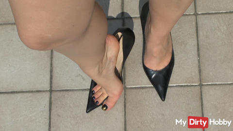 old pumps and sexy feet