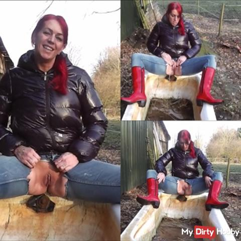 Pissfetisch in red rubber boots and eye torn jeans