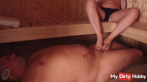 Footjob in der Sauna 2