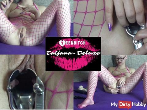Tatiana Deluxe - speculum in the Teenmuschi