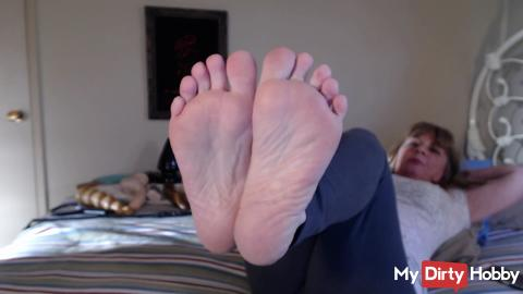 Play With My Milf Feet