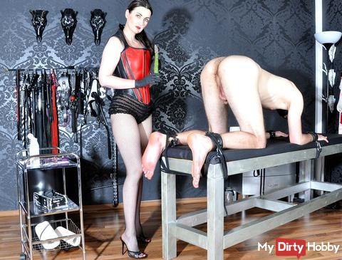 The anal slave, bondage on the bench