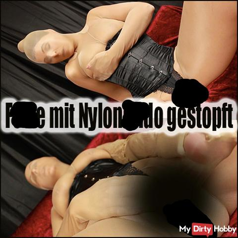 fo**e mit Nylondil*o gestopft