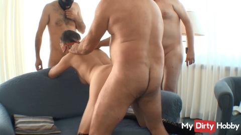 Blondi lets each cock into the hole