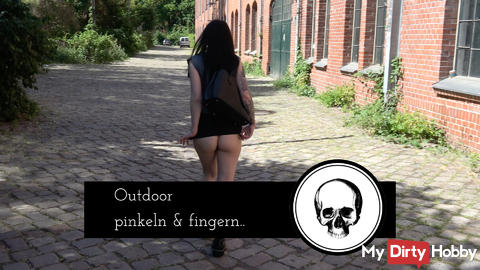 Outdoor peeing and fingering