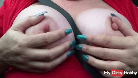 rausgeholt during highway driving my big boobs ....