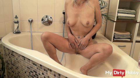 Pussy shave with NS and dildo