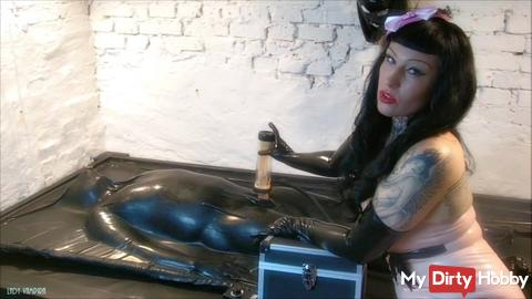 A Pretty Latex Babe Makes You Come – In the Rubber Vacuum Bed With the Milking Machine